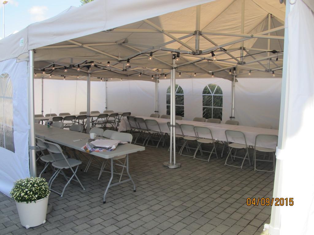 Bildet viser 3 stk 3x6 meter telt satt sammen. Plass for 54 personer.